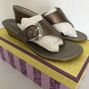 BRIGHTON LARK THONG SANDALS NIB